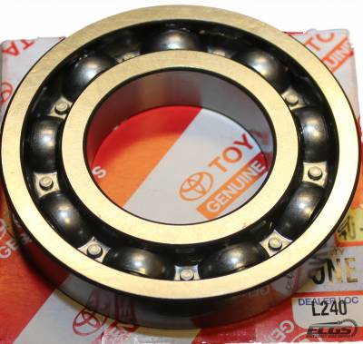 """ECGS - Toyota 7.5"""" Clamshell Passenger Side Tube Bearing - Image 1"""